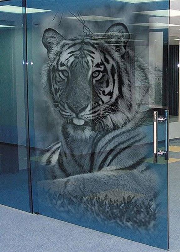 Пример печати на стекле с использованием белых чернил (белил)