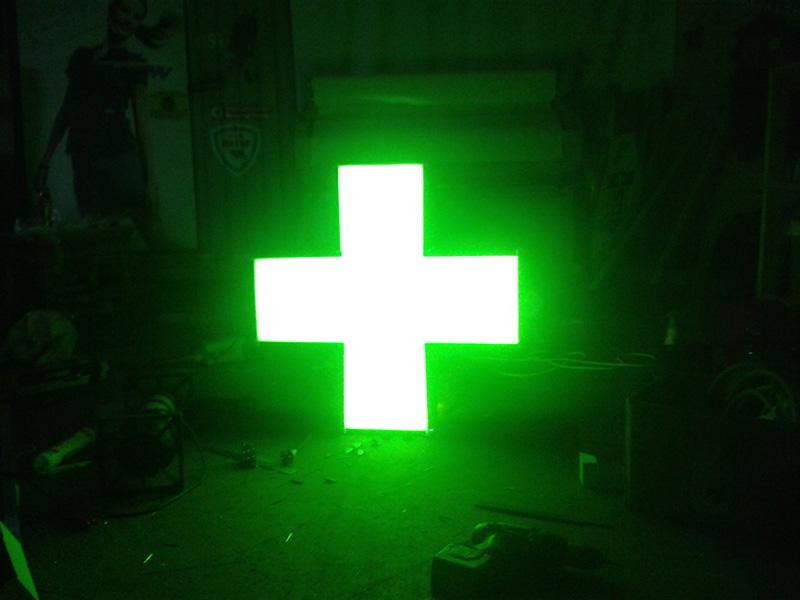 световой крест аптека яркий